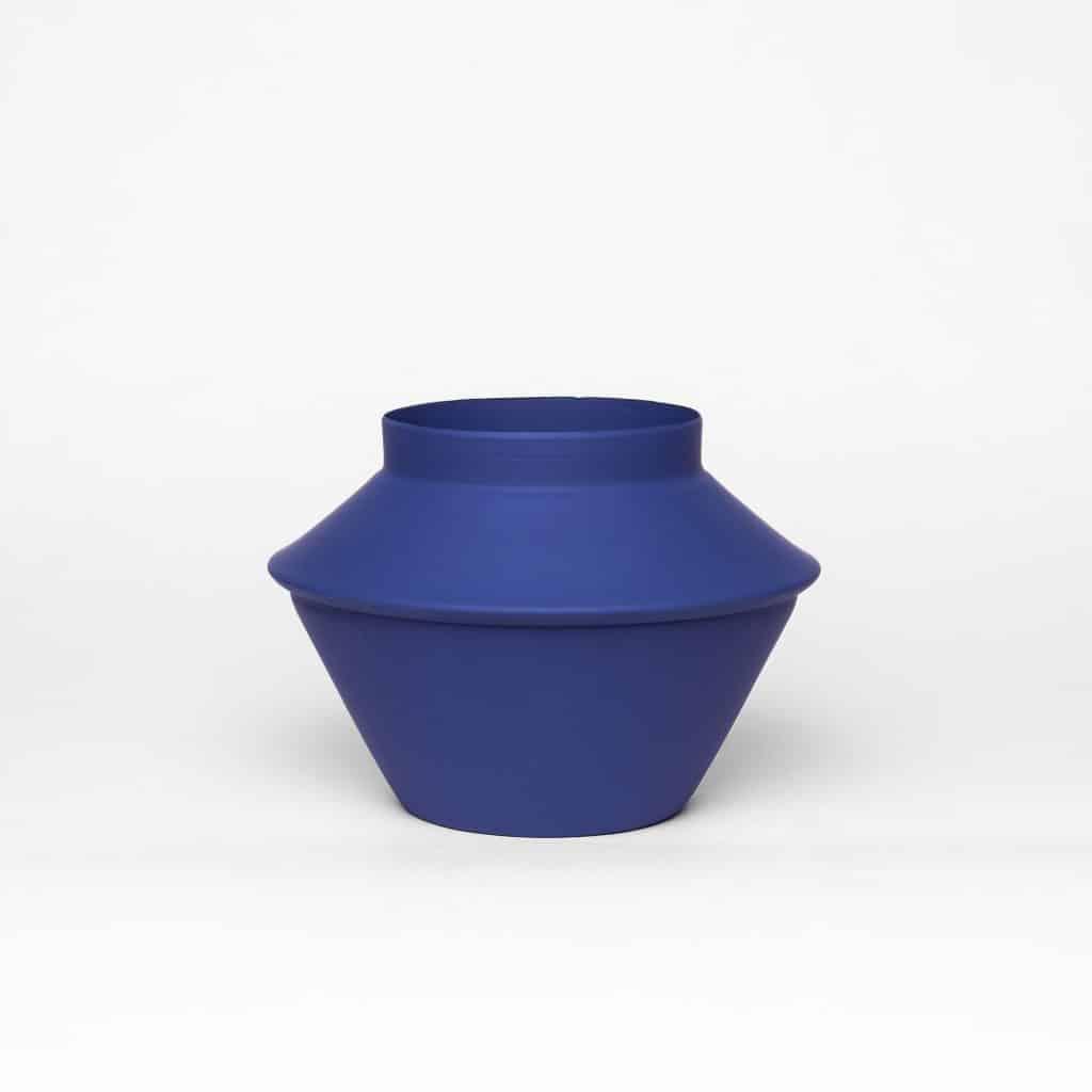 כדים כדי מתכת בצבע כחול