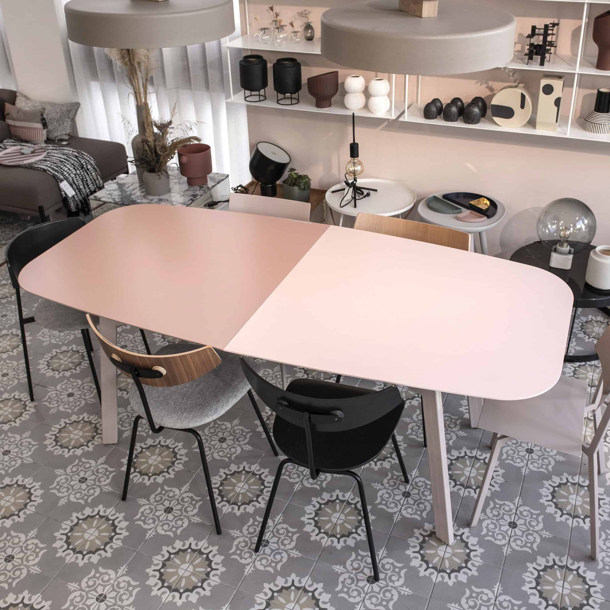 שולחן פינת אוכל נפתח עשוי מתכת דק